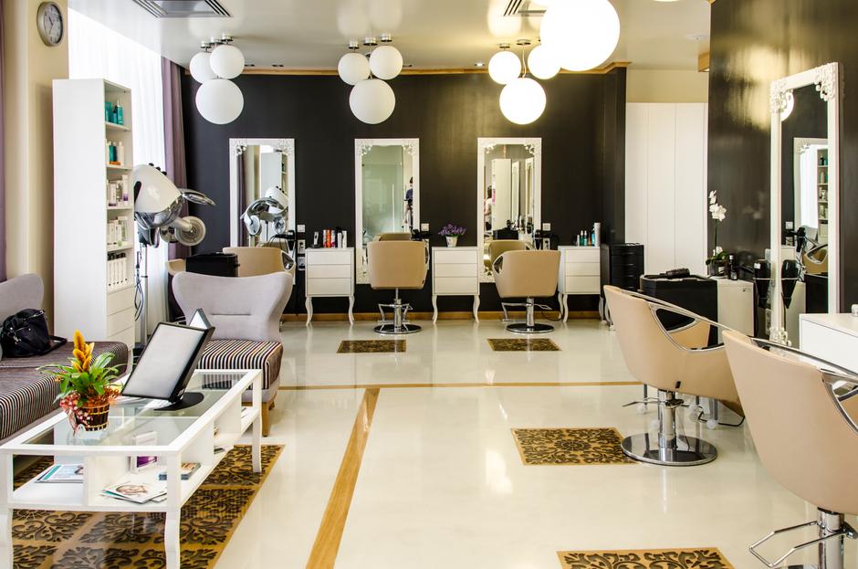 Amenajare Interioară Salon înfrumuseţare Bienala Naţională De